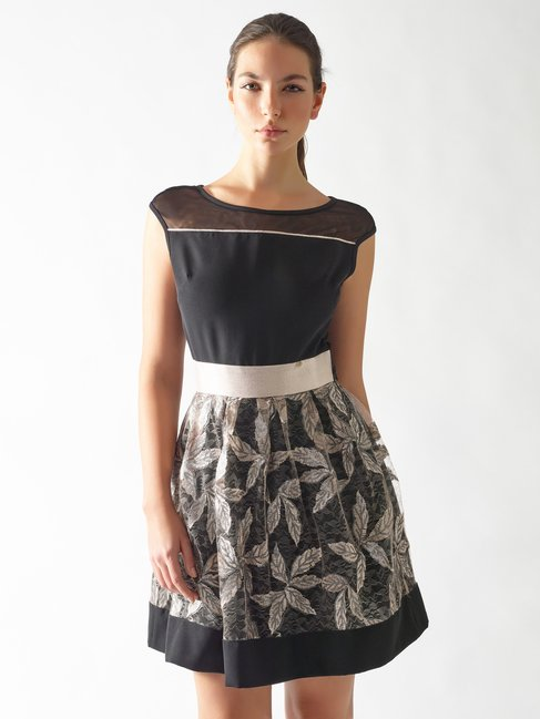 Kurzes Kleid mit besticktem Rock var. Nero - CFC0097134003B473